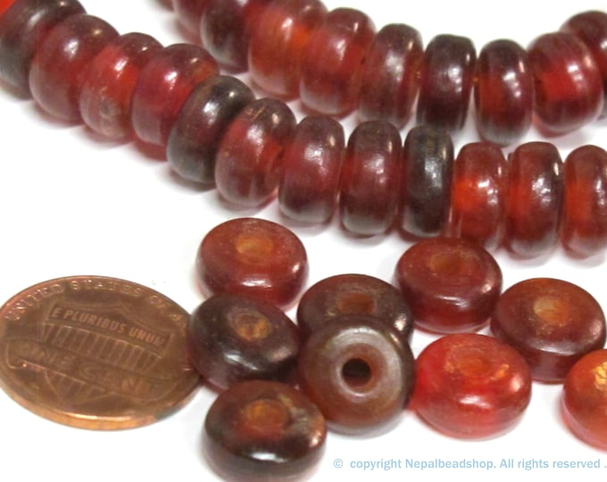 50 BEADS - Tibetan donut disc shape reddish horn beads - copyright nepalbeadshop - ML119B