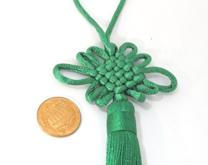 1 Piece  - Long tassel Green color chinese infinity knot tassel charm supplies - 8.5 inches long - BD856