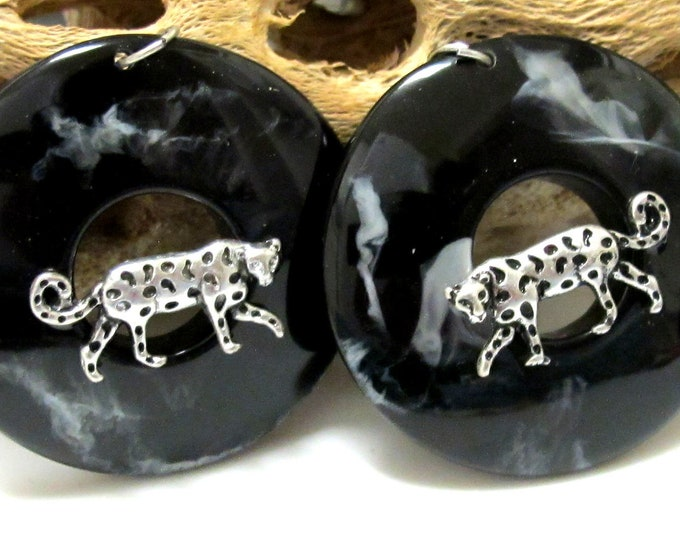 2 pieces - round oval shape safari Leopard bead charms - BT005A