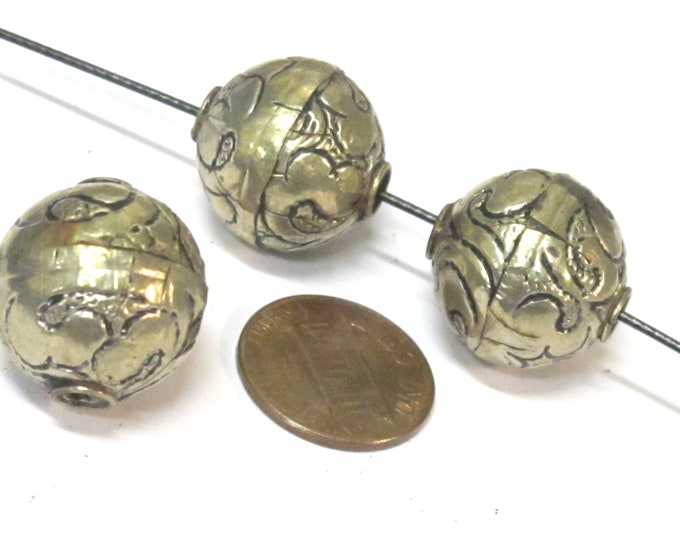 2 Beads  - Tibetan repousse floral design oval shape beads  18 - 19 mm -  BD978s