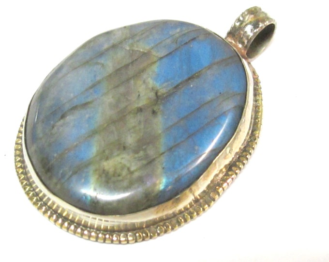 1 Pendant - Large size oval shape Tibetan Nepal flashy Labradorite gemstone pendant with flower carving on other side - PM599KD