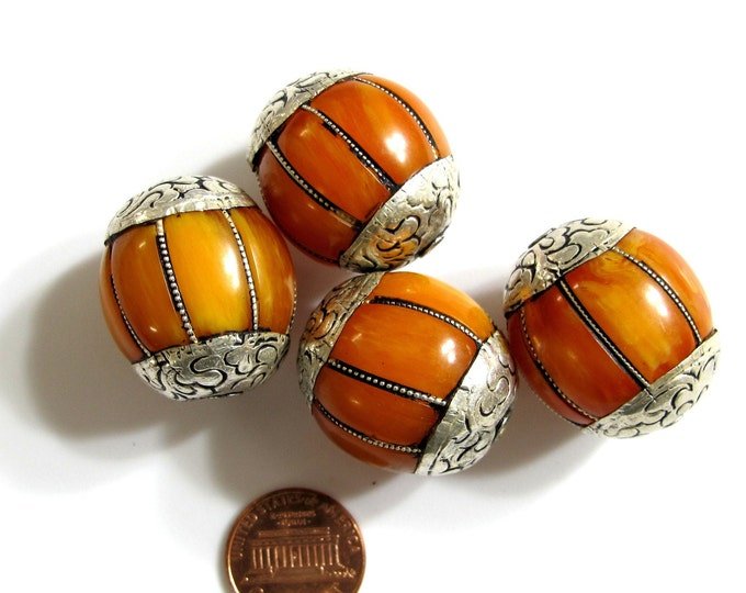 1 BEAD - Large Tibetan copal resin beads grooved melon shape bead Nepal beads wire inlaid design  - BD282
