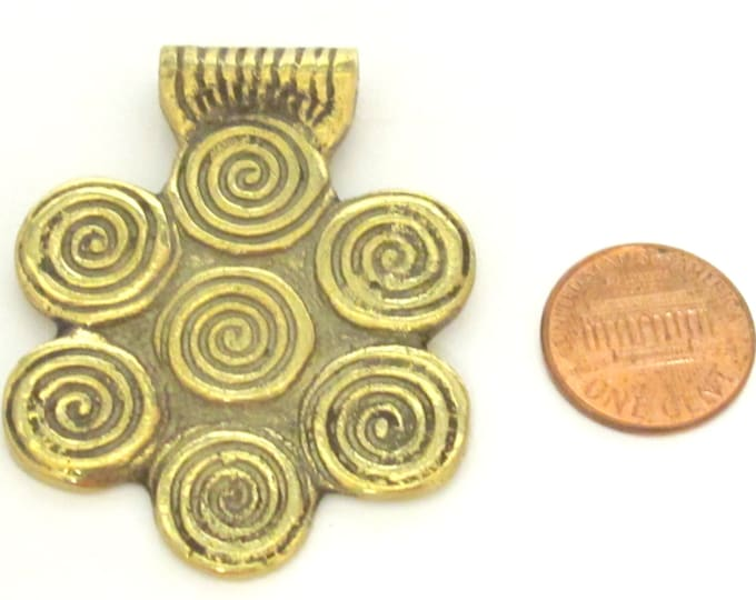 1 Pendant - Ethnic spiral tribal design floral shape brass pendant from Nepal - CP093