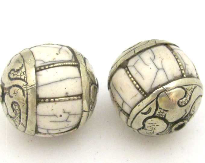 1 BEAD - Large grooved melon shape Tibetan silver white crackle resin bead - BD716
