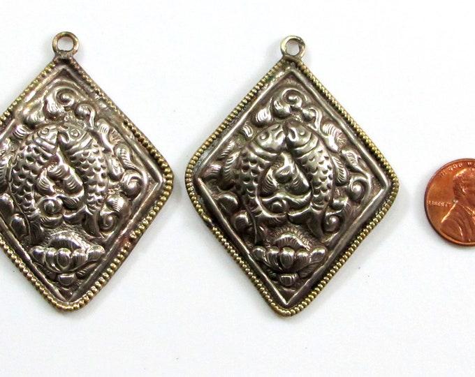 1 charm pendant -  kite shape Tibetan antiqued silver finish double fish Nepalese pendant light weight charm Nepal-  PM705H