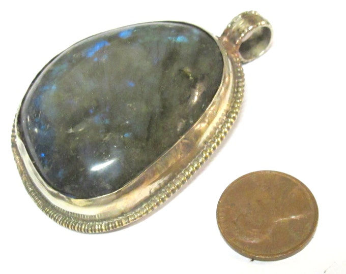 1 Pendant - Large size  Tibetan Nepal flashy Labradorite gemstone pendant with flower carving on other side - PM599KE