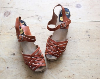 1970s Inspired Swedish Hasbeens / Tan Leather Wooden Heel Clog Sandals