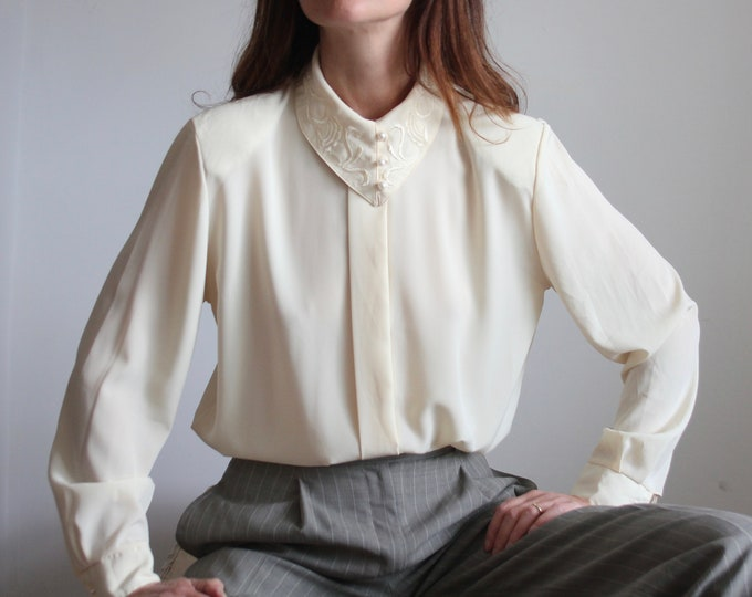 80's Embroidered Collar Cream Blouse With Pearl Buttons