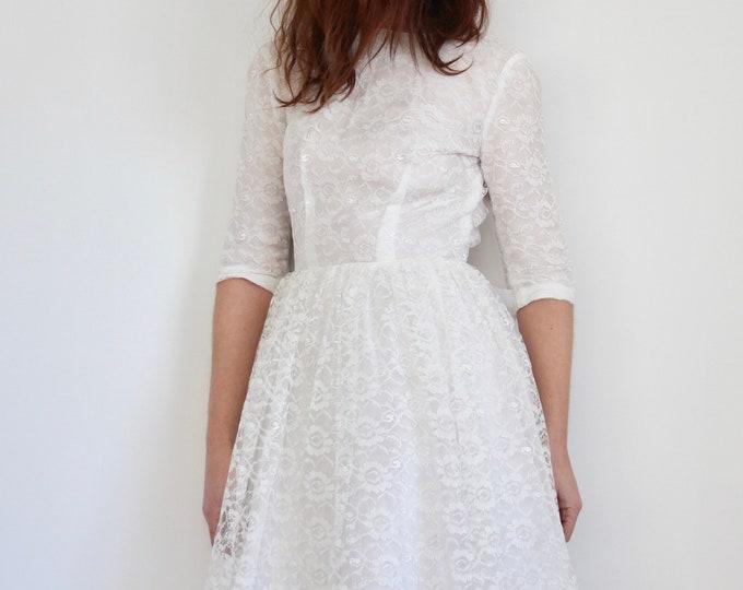 1960's White Lace Wedding Dress With Bow Size UK 8