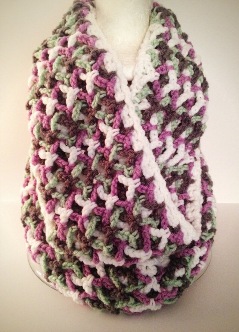 Super textured Enchanted Infinity crocheted Scarf Pattern image 0