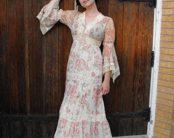 70s Hippie Dress Angel Sleeves Smocked Romantic Floral Print Vintage XS S