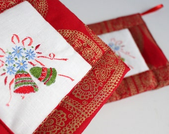 Embroidered Christmas Pot Holders Set of 2, Natural Linen and Cotton, Eco-friendly Hot Pads, Holiday Decor, Gift for Her