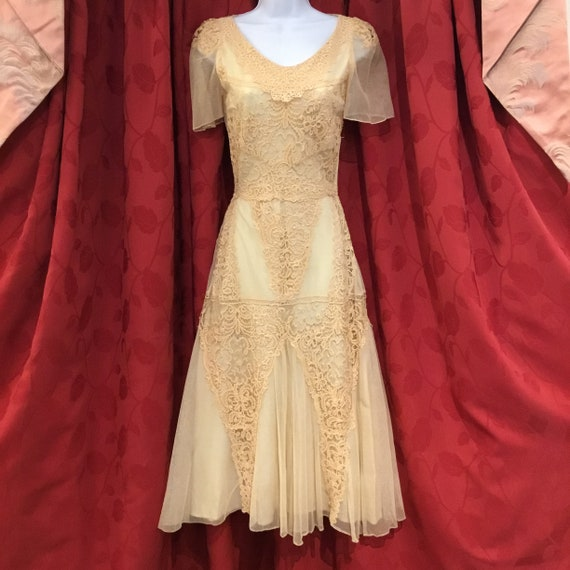Reproduction 30s wedding dress - image 1