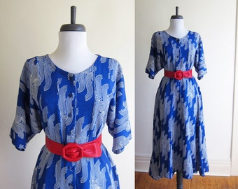 Vintage 1980s Dress / BLUE SWIRL Rayon Batik Fit & Flare Midi Dress / Size Large