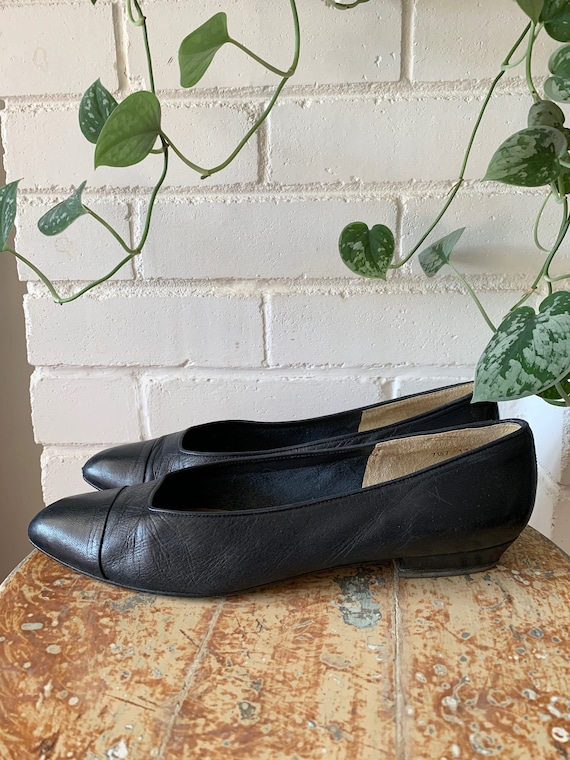 Vintage 1980s Shoes / Navy Blue Leather Ballet Fla
