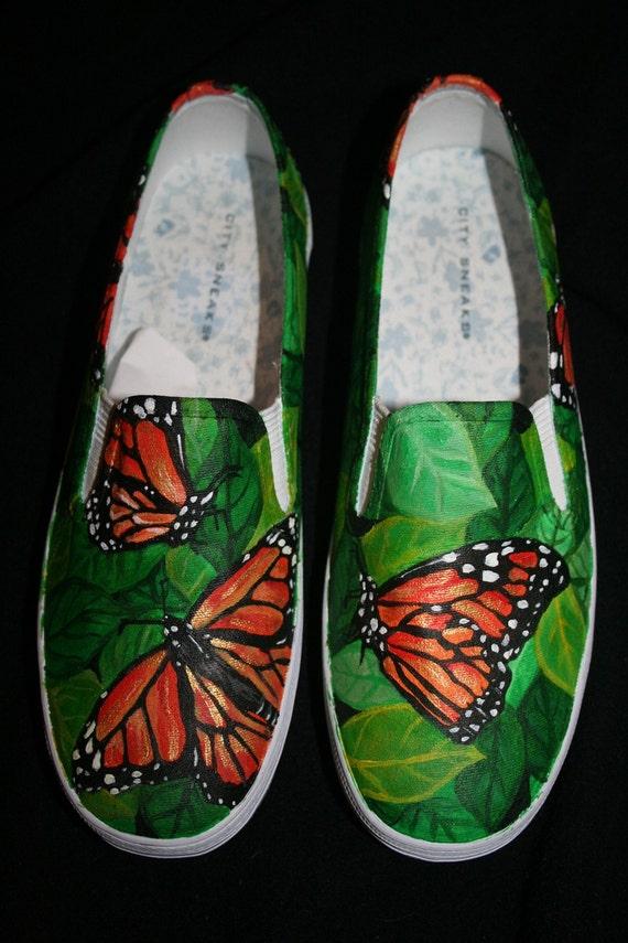 Pintado a mano aleteo por zapatos mariposa