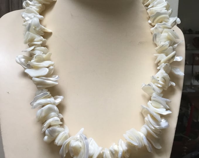 Statement Necklace Mother of Pearl Lei