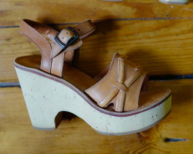 70s CORK PLATFORMS in tan leather with ankle straps 1970s vintage size 5
