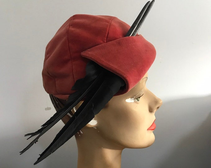 30s BETMAR salmon velvet modified cloche with BLACK FEATHERS hat 1930s vintage