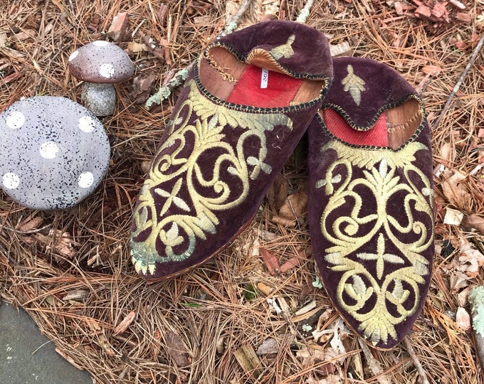 antique MOROCCAN babouche velvet gold thread embroidered SLIPPERS shoes vintage