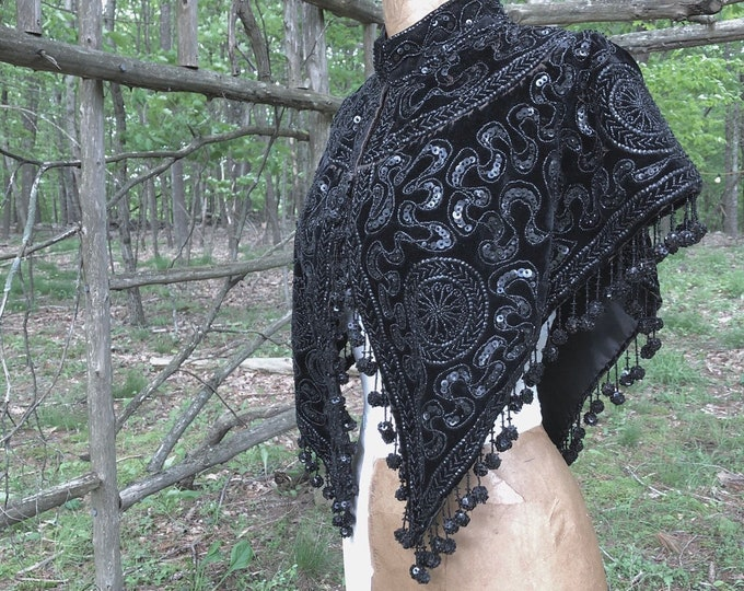 1800s Victorian mantle /  TRAPHAGEN SCHOOL black velvet & jet beaded intricate cape vintage 1890s