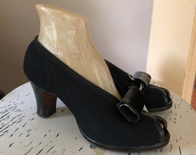 40s VAMPY SAKS black cloth peep toe pin up high heels SHOES vintage 1940s 6.5