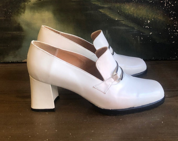 80s white loafers size 7.5 / vintage mod shoes high heels pumps 1980s