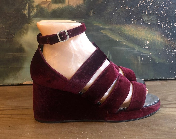 60s PLATFORM SANDALS in deep ruby crushed velvet w/ ankle straps vintage 1960s shoes 8