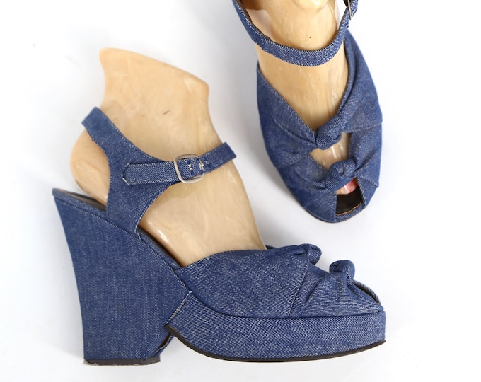 70s denim peep toe platforms size 9 / vintage 1970s ELDITAS blue twisted front Mary Jane strap shoes high heels womens platform