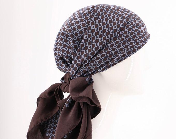 70s silk GUCCI logo print scarf / vintage 1970s designer scarf 33 x 35