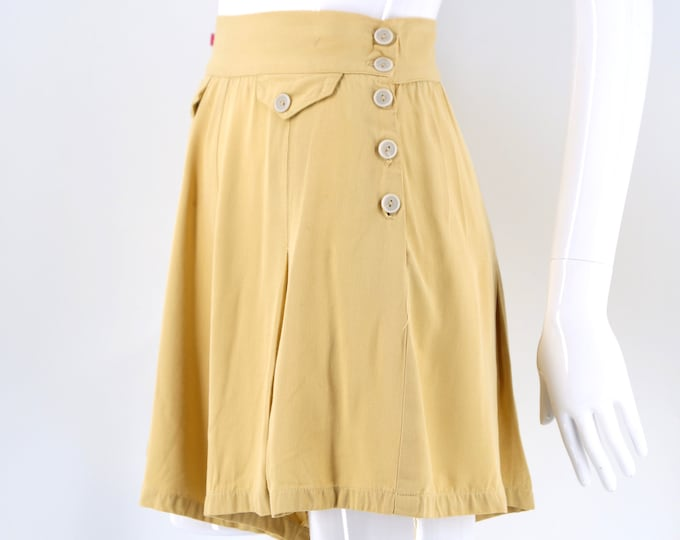 40s pin up shorts in pale yellow rayon with side buttons vintage 1940s 27""
