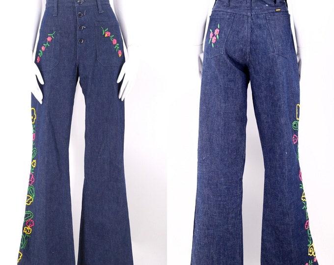70s Floral embroidered bell bottoms jeans 32 / vintage 1970s MAVERICK custom hi waist dark denim flares bells sz 10