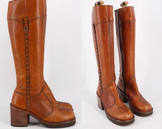 70s caramel leather stack heel campus boots sz 7.5 / vintage 1970s knee high brown zip hippy boots