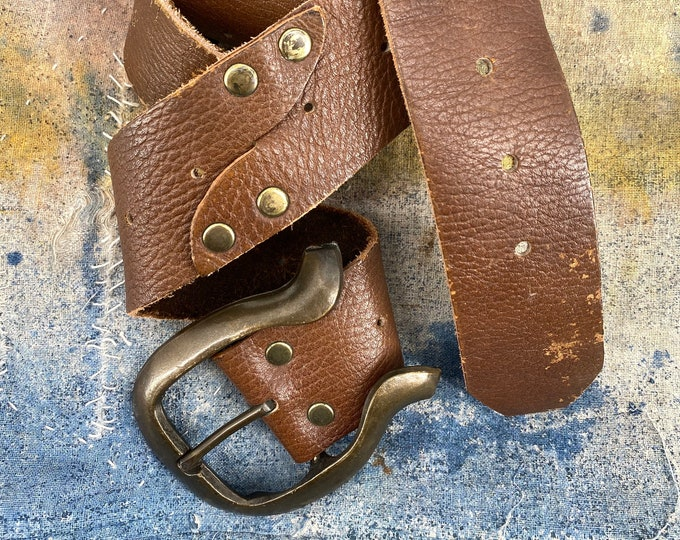 70s brown leather & horseshoe metal buckle belt ONE SIZE / vintage 1970s Woodstock era worn in hippy belt unisex