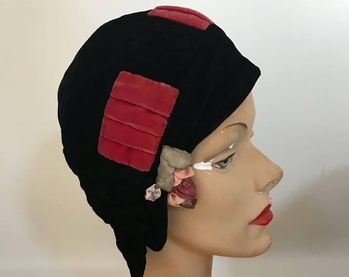 20s CLOCHE HAT black silk velvet w/ pink trim and rosette 1920s antique vintage