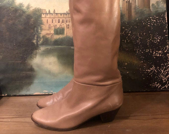 80s Italian Made knee high boots size 6.5 / vintage Taupe beige Leather flat Boots shoes Sz 6.5