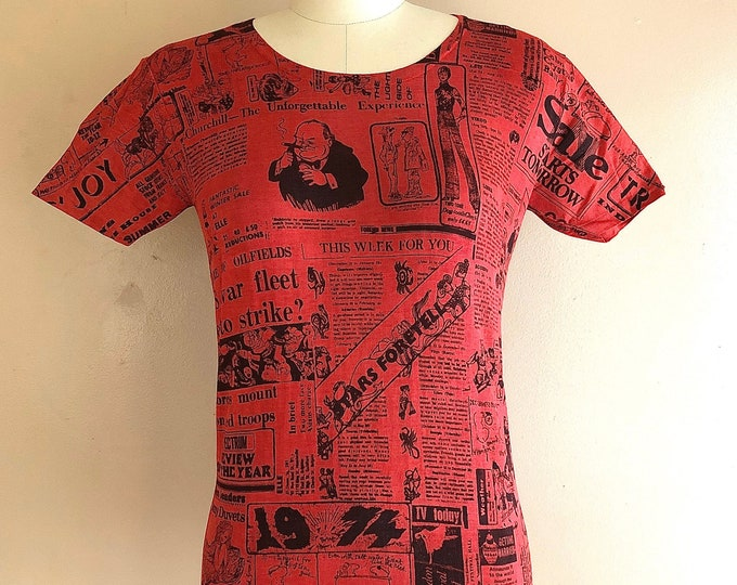 70s British newspaper print graphic novelty T shirt / 1974 horoscope newsprint vintage 1970s size L