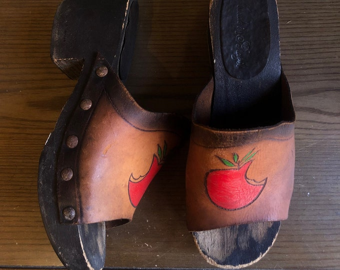 70s apple clogs size 7 / vintage hob nail wooden sandals shoes makes 1970s 60s