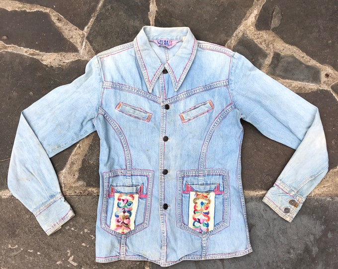 70s Faded Glory denim custom jacket / vintage 1970s worn in embroidered art to wear top shirt blouse M- L
