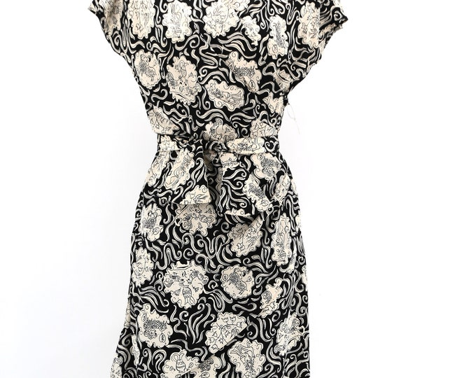 40s novelty print silk day dress : black and white Grecian holiday pattern draped w/ padded shoulders and belt vintage 1940s pin up dress