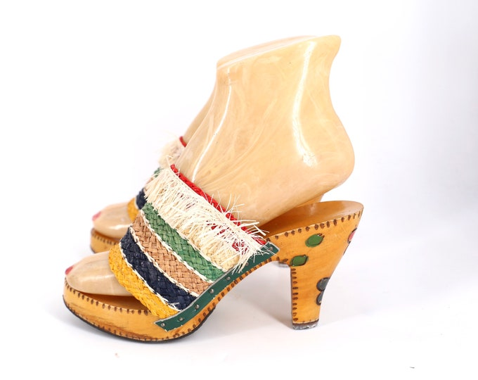 50s carved wooden and raffia fringe straw mules sz 7 / vintage 1950s pin up sandals shoes high heels 40s