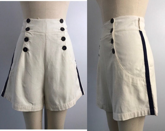 40s pin up shorts size L / vintage 1940s WWII era sailor style high waisted cotton button shorts rare large