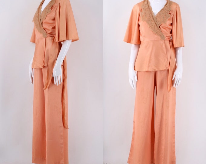 70s does 30s lounge set pink print satin rayon wrap blouse & high waisted bell bottoms pants outfit 1970s suit vintage 6-8