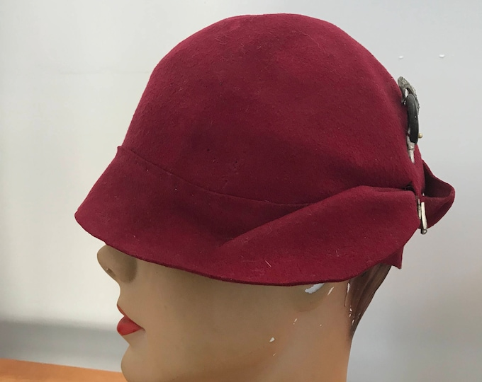 20s CLOCHE HAT w/ Art Deco celluloid hat pin red wool felt vintage antique 1920s