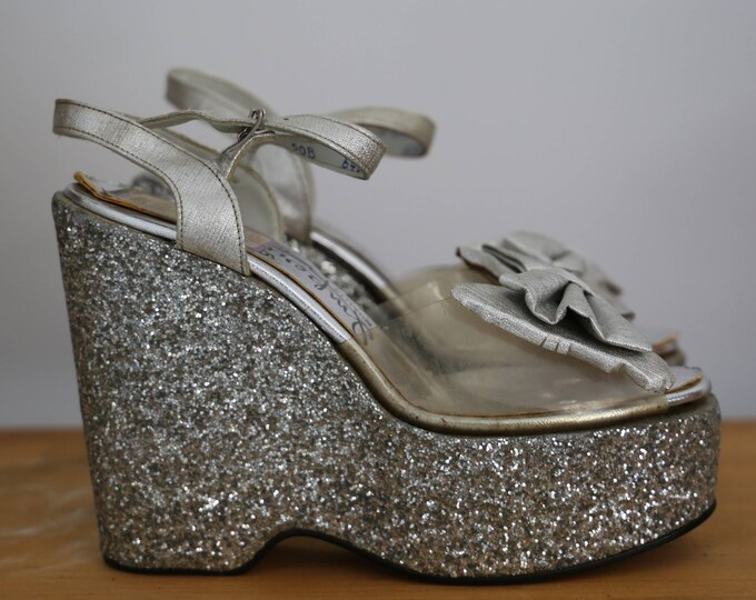 70s GLAM ROCK silver glitter & clear plastic PLATFORMS w/ silver bows wedges shoes unworn 1970s vintage 5 B