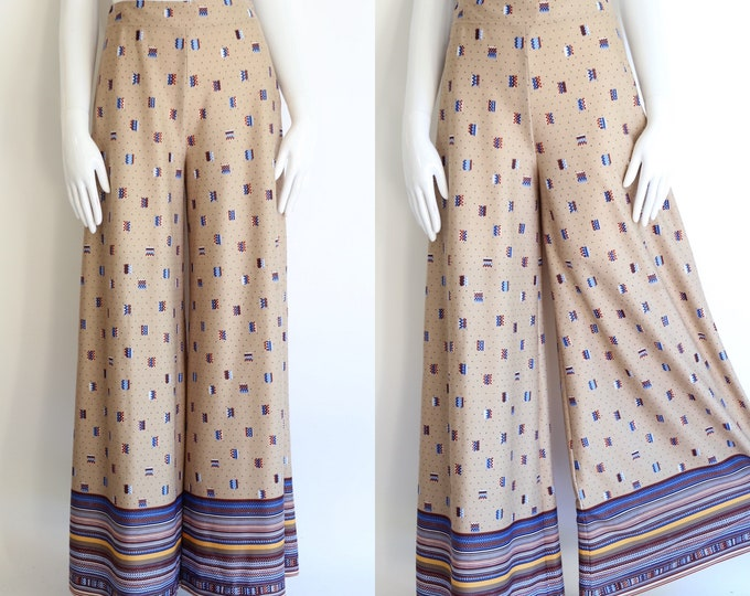 """70s print high rise bell bottoms pants 26"""" / 1970s vintage beige poly jersey palazzo wide leg flowy pants M"""