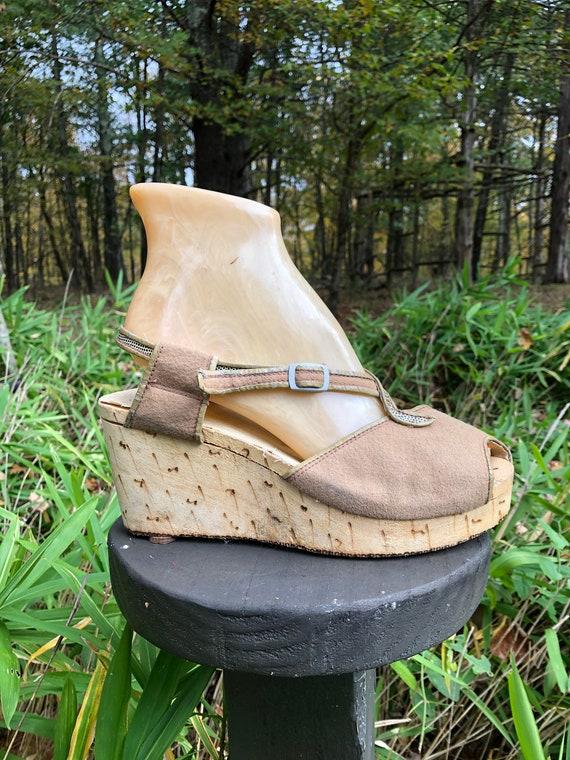30s ART DECO sandals, carved wooden & felt platfor