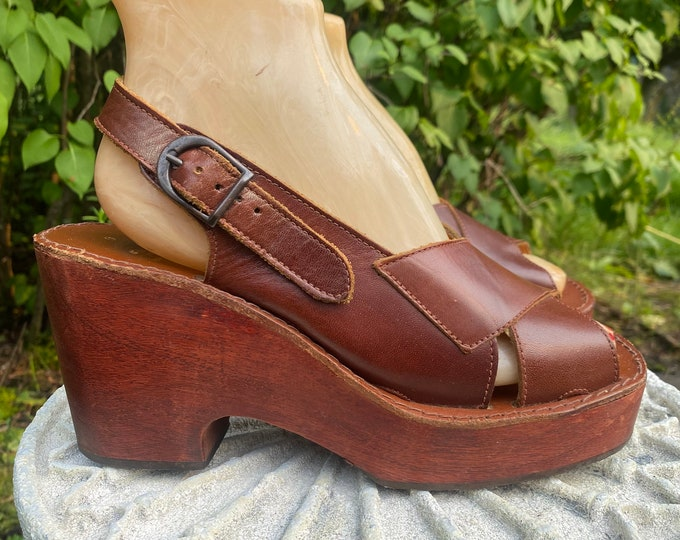 70s wood platforms size 9 / vintage 1970s ITALY brown leather and wooden wedges shoes disco sandals
