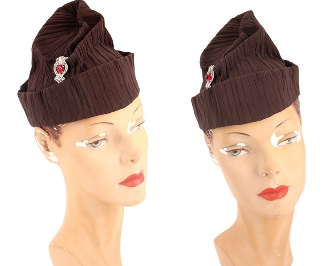 1930s brown tilt hat / vintage 1930s sculptural twisted turban style fascinator with Deco clasp