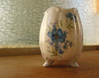 Porcelain 3 Footed Egg Shaped Flower Vase